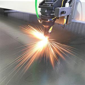 Процесс резки металла лазером