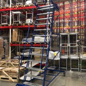 Складская лестница с платформой