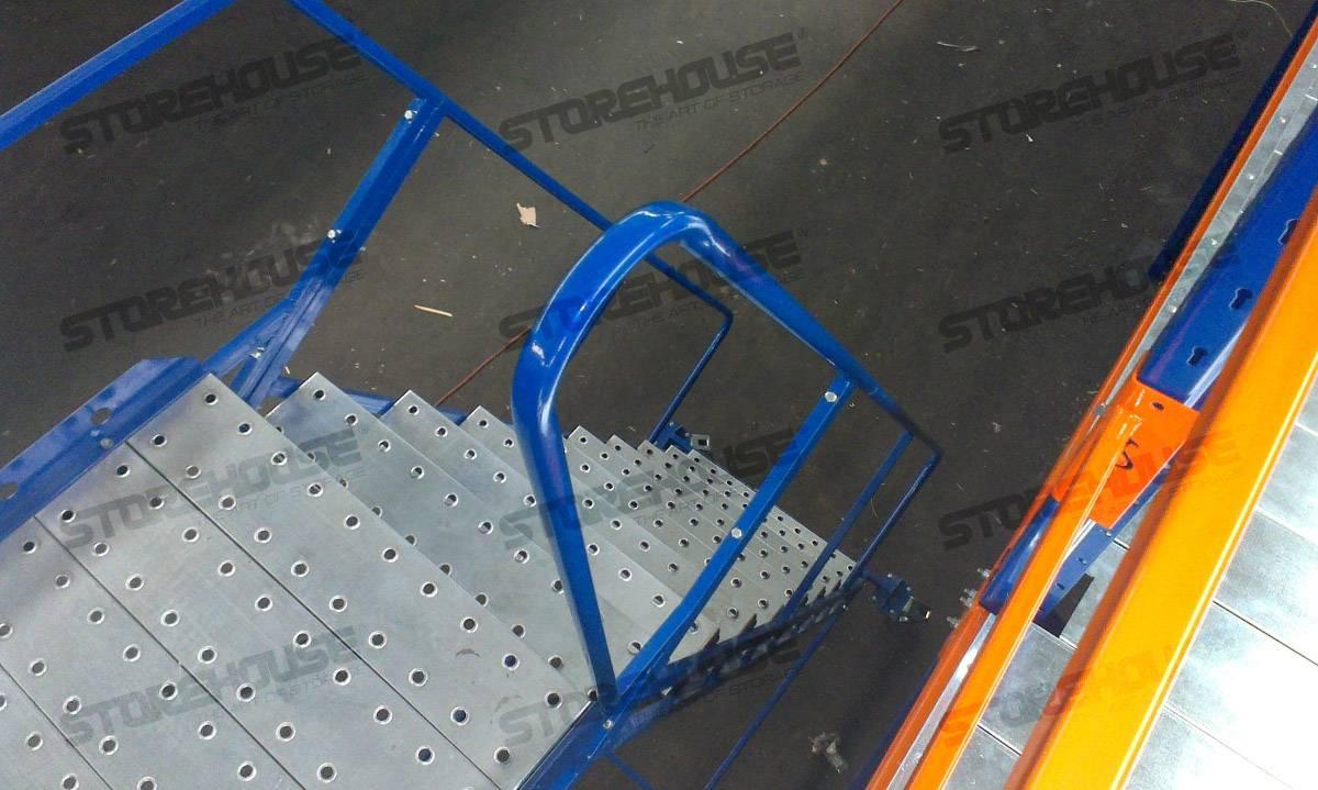 Платформа с лестницей